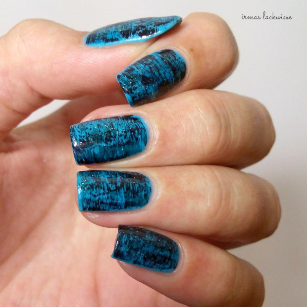 distressed nails - blue teal (22)