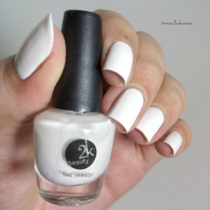 beauty2k white + water marble nail art with essence (1)