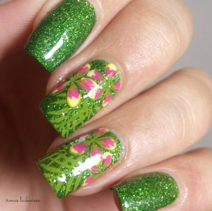picture polish jealousy + reverse stamping moyou flower (5)
