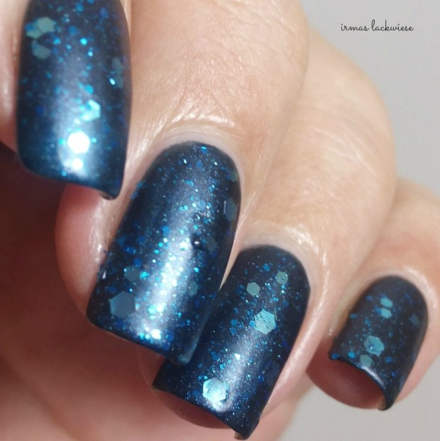 Butter London Blue Coat + essence glorious aquarius(13)