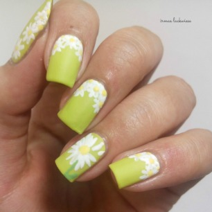essence dont be shy + nailart daisies (11)