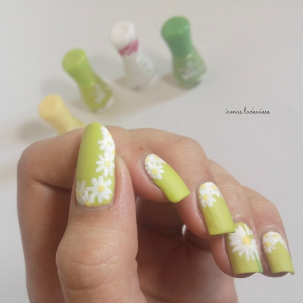 essence dont be shy + nailart daisies (9)