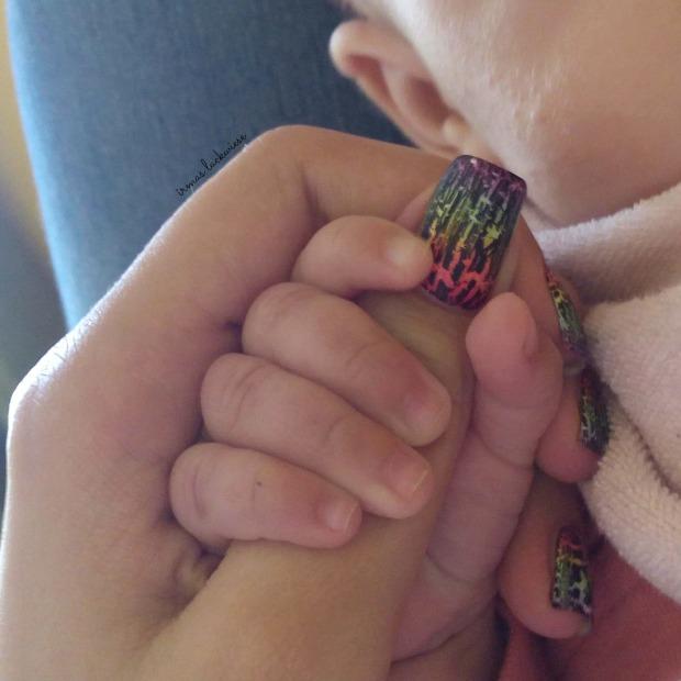 rainbow gradient nails + essence black crackle finish top coat (11)