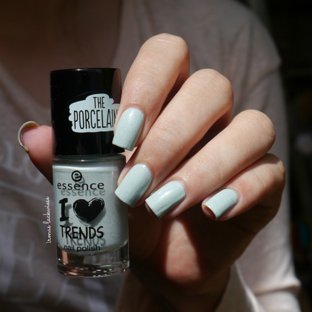 essence make up your mint + cherry nailart (1)
