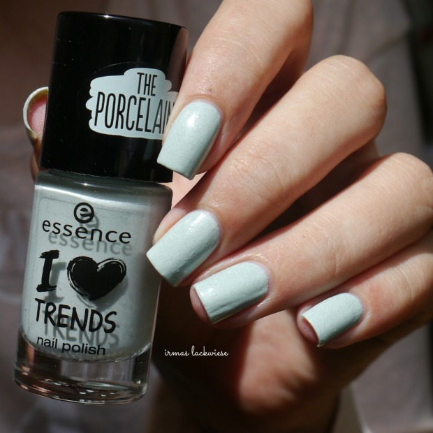 essence make up your mint + cherry nailart (2)