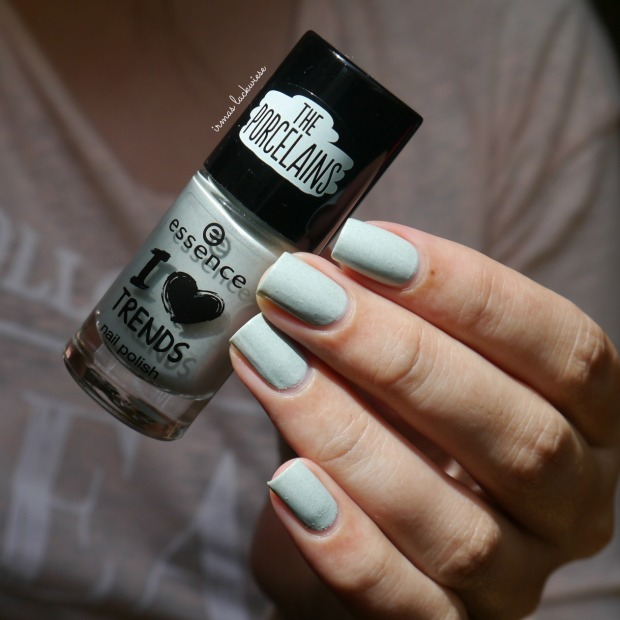 essence make up your mint + cherry nailart (3)