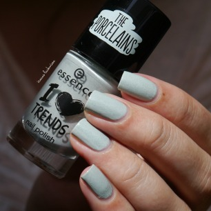 essence make up your mint + cherry nailart (4)