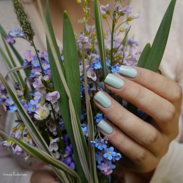 essence make up your mint + cherry nailart (5)