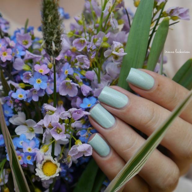 essence make up your mint + cherry nailart (6)