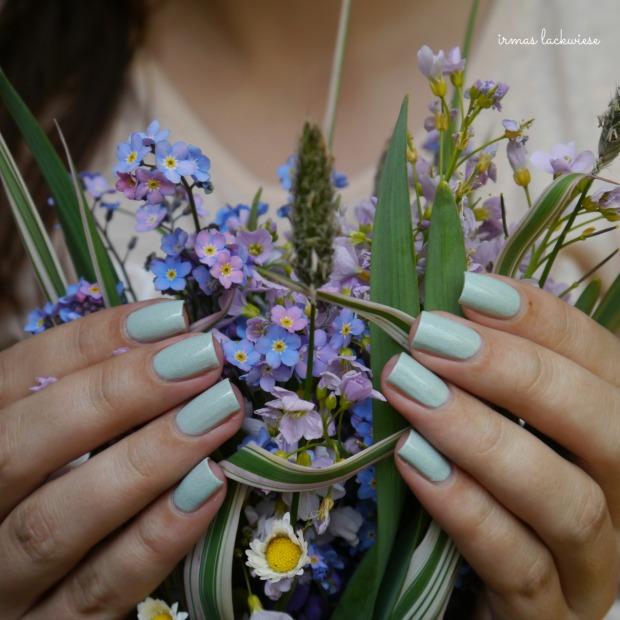 essence make up your mint + cherry nailart (7)