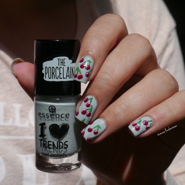 essence make up your mint + cherry nailart (8)