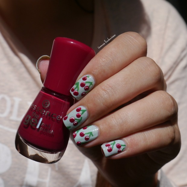 essence make up your mint + cherry nailart (9)