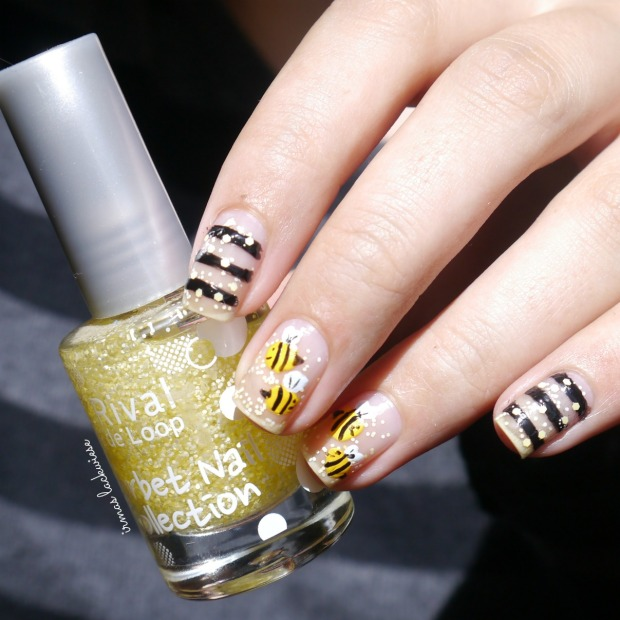 negative space bee nailart (10)
