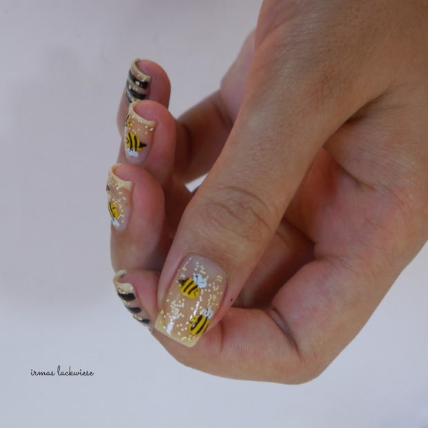 negative space bee nailart (14)