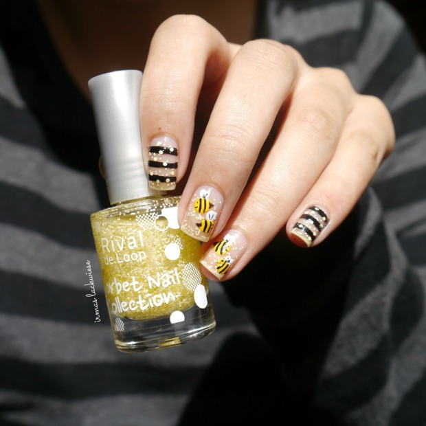negative space bee nailart (5)