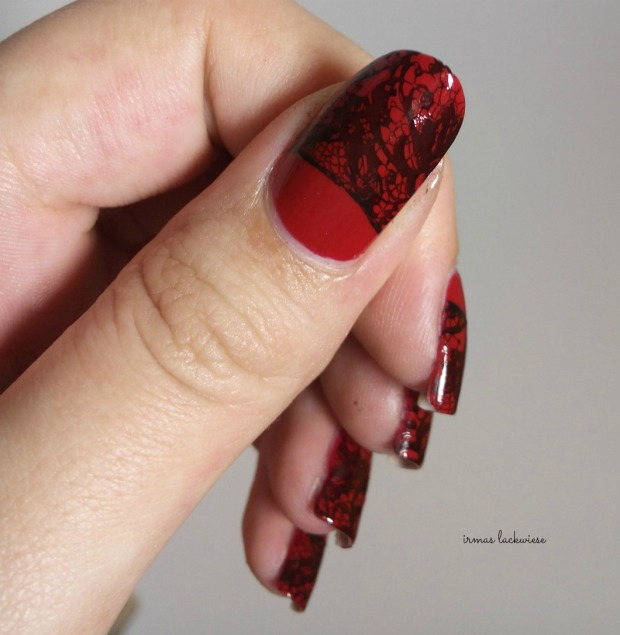 essence fame fatal + halfmoon lace stamping (11)