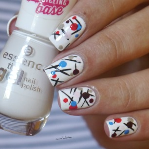 essence wild white ways + geometric nailart (9)