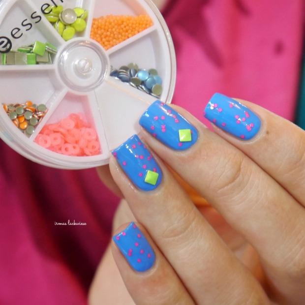 beauty2k middle blue + essence yes we pop bubble gum(12)