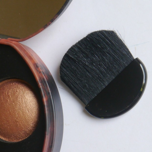 w7-sun-glow-foundation-highlighter-5
