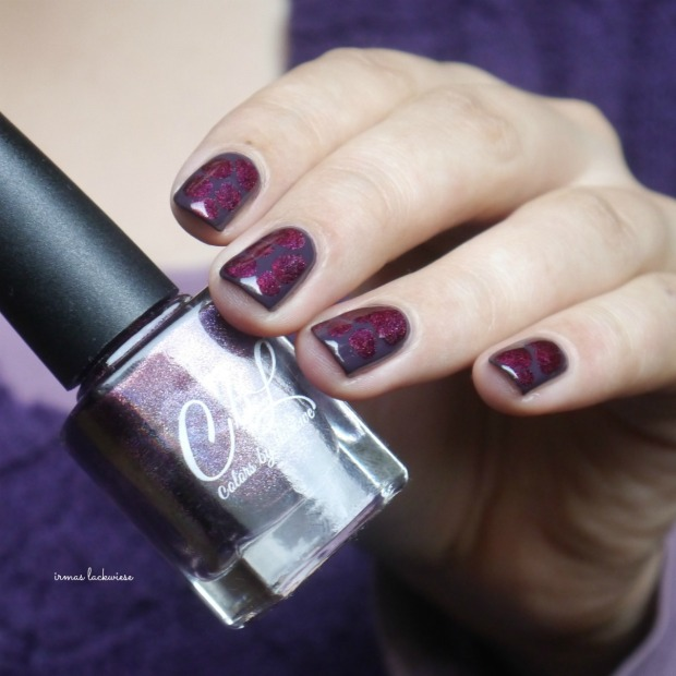 essence-merry-berry-holo-blobbicure-12