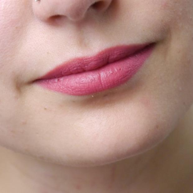 essence-lipstick-liner-10