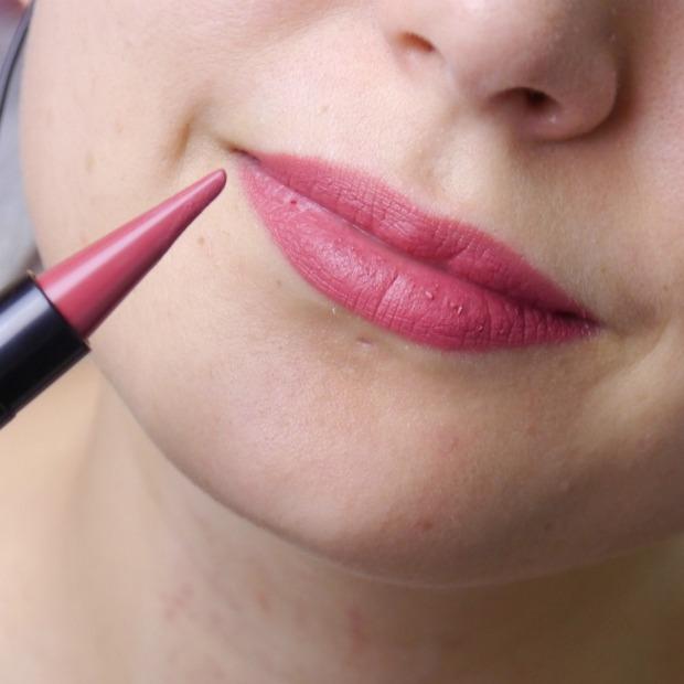 essence-lipstick-liner-9