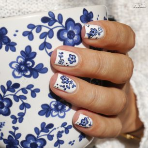 myperfectpolishmatch ikea cup porcellain blue flower nailart (5)