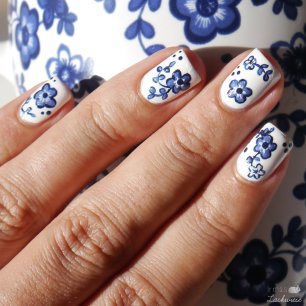 myperfectpolishmatch ikea cup porcellain blue flower nailart (9)